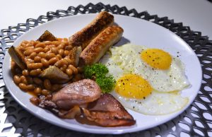 Our full English Breakfast consist of 2 fried eggs, 2 pork bangers, bacon. baked beans and 2 slices of toast. Served with a glass of fruit juice.